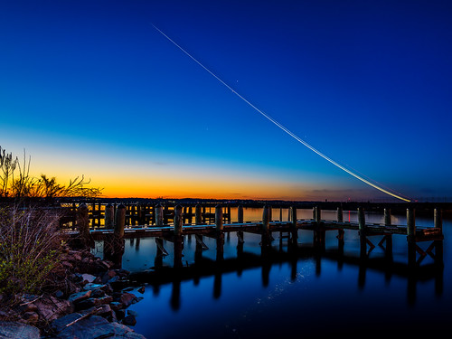 longexposure arlington sunrise dawn nikon clear nationalairport potomacriver waterreflection boatdock lighttrail gravellypoint reagannationalairport planetrail gravellypointpark nikond600 airplanetakeoff nikon1635mmf4 nikonafsnikkor1635mmf40gedvr insiteimage