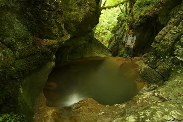 Marmite au dessus la cascade du Gour de Conche