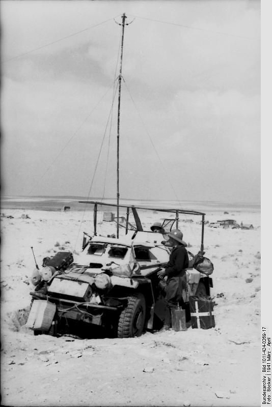 Sd.Kfz. 223 with 6m mast antennea deployed