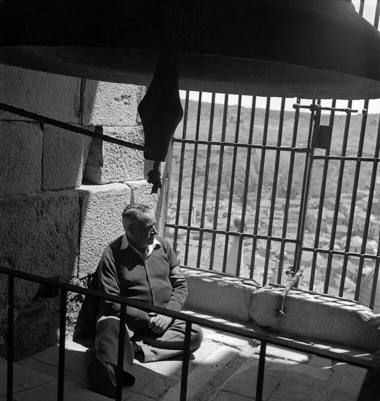 Campana gorda de la Catedral de Toledo en los años 50. Fotografía de Nicolás Muller  © Archivo Regional de la Comunidad de Madrid, fondo fotográfico