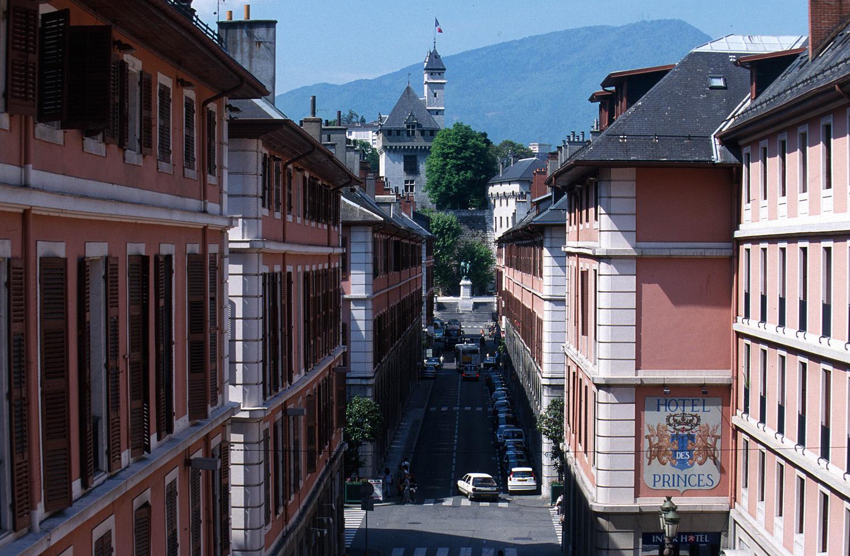 Rue de Boigne et Tour des Archives