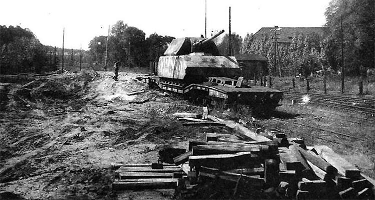 Maus superheavy tank