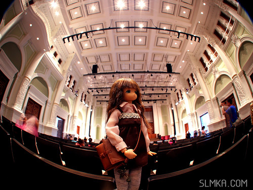 Mia admiring the hall | by slmka.com