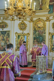 Литургия в Покровском соборе 305