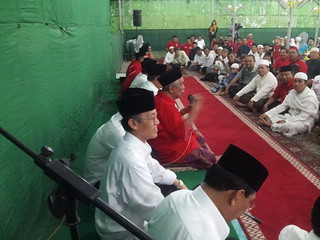 Prof. HAMKA HAQ pd acara dzikir mengawali Deklarasi Majelis Ta' lim Mappanyukki Makassar mendukung Jokowi - Jk | by hamkahaq