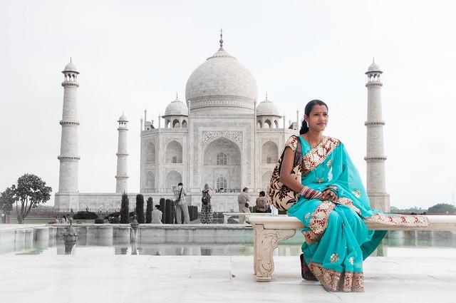 4/4 Superb woman at Magic Taj Mahal magique ..India Unesco world heritage