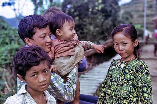 nepal trekking lisankhu children