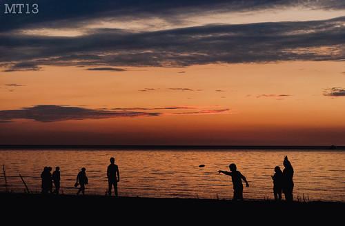 sunset summer people ontario beach silhouette dark fun evening twilight matthew august frisbee lakehuron trevithick portfranks 2013 matthewtrevithick mtphotography