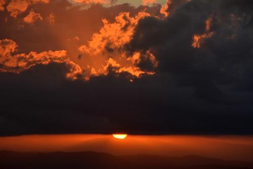 sunset sun sunlight clouds australia cloudscape sequeensland sunsetlandscape australianweather sundowntamborinemountain