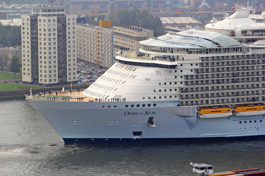 Look at the size of the ship compared to the building! : C