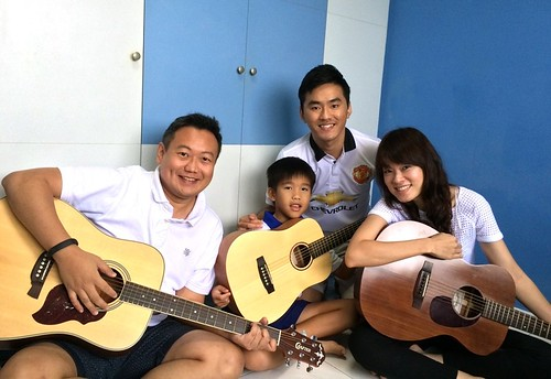 Group guitar lessons Singapore Paul Anders Gracia