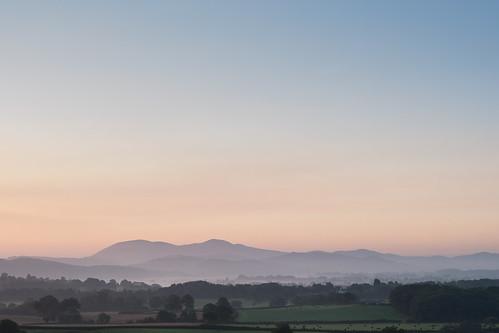 morning autumn sunrise dawn mists malvernhills bringstycommon