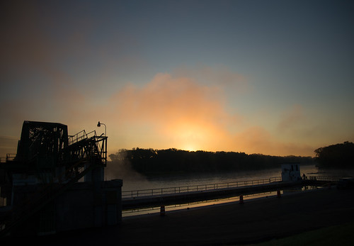 morning orange mist fog sunrise horizon schenectady mohawkriver lock8