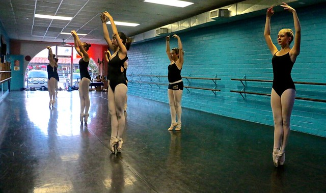 Sous Sus <<>> Young Ballet Dancers En Pointe <<>> Friday Afternoon Pointe Class-17 <<>> Classical Ballet Training <<>>
