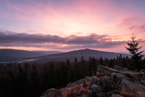 sky berg forest sunrise germany dawn rocks cloudy himmel wolken fels wald sonnenaufgang morgen wandern harz sanktandreasberg tannen lowersaxony gipfel morgennebel morgengrauen