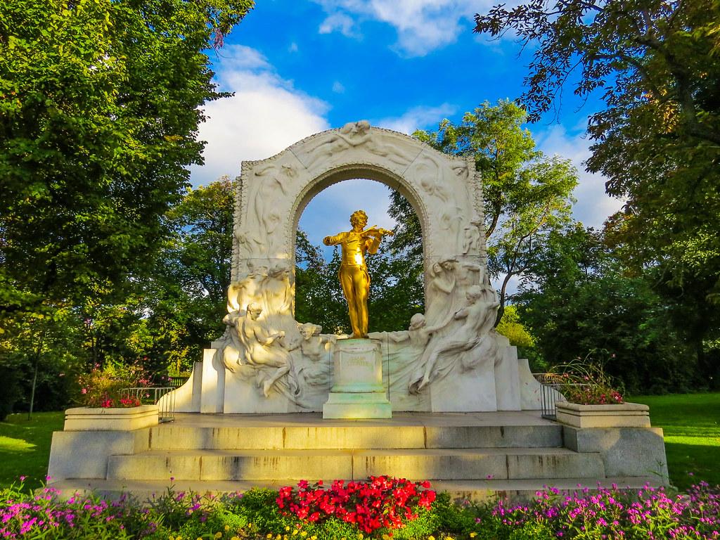 Das Johann Strauß Denkmal im Wiener Stadtpark