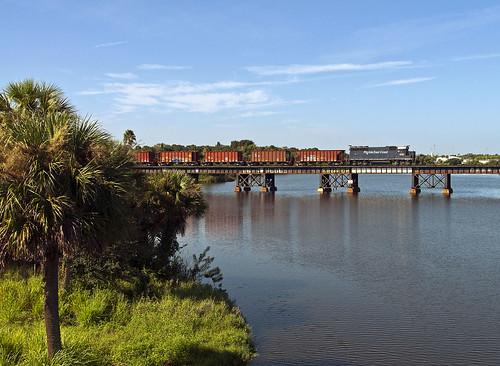 railroad bridge train railfan emd fec melbournefl floridaeastcoast gp403 canecreektrestle pinedaturn