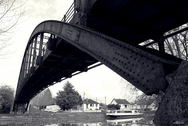 Le pont de l'île de Janville