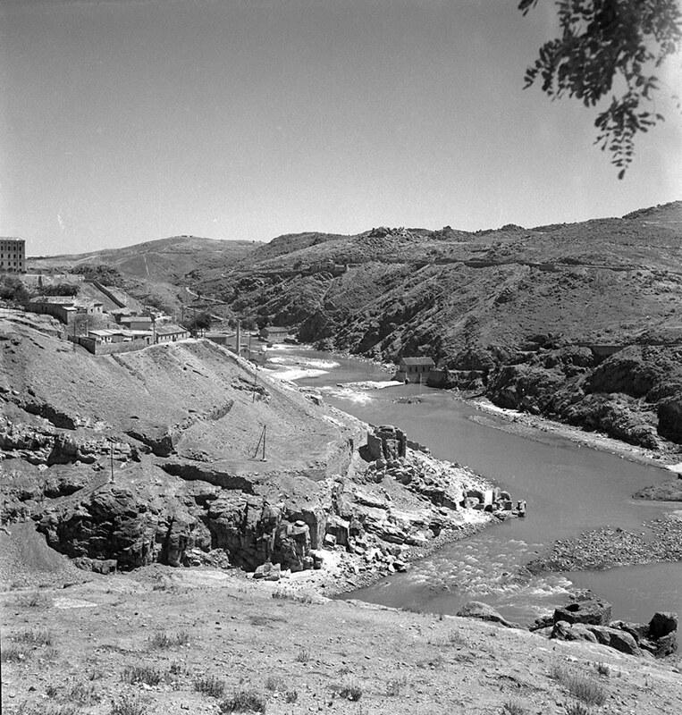 Vista desde el cerro de la Cabeza en Toledo en los años 50. Fotografía de Nicolás Muller  © Archivo Regional de la Comunidad de Madrid, fondo fotográfico