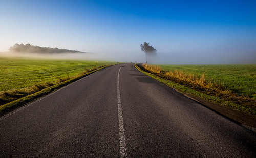 road morning blue sky mist color colour green beautiful field fog canon germany landscape deutschland countryside nebel view saxony feld sachsen landschaft morgen ausblick indiansummer 433 erzgebirge latesummer altweibersommer strase oremountains eos6d landstrase ef1635mmf28lii
