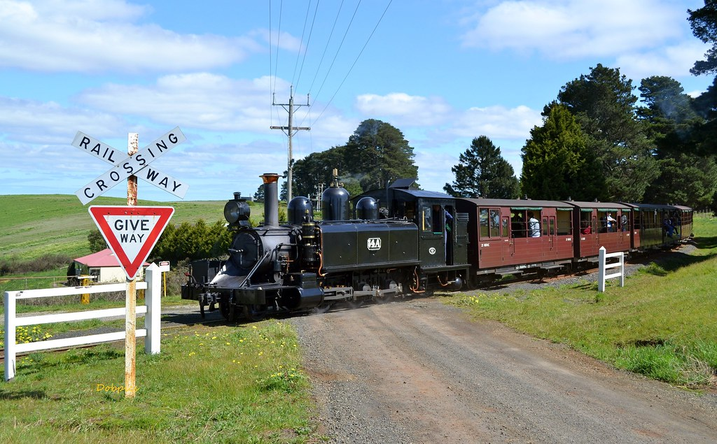 14A crosses orchard Rd with a Gembrook pass.21/9/14 by Dave O'Brien