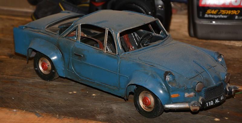 Renault 8 Gordini et l'Alpine 110 jouets en tôle de Vince Mac Fouineman 15354138101_91e684c95a_c