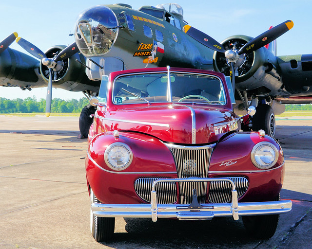 40's Beauties: 1941 Ford Super Deluxe and the Texas Raiders