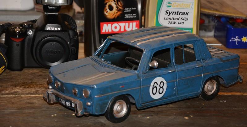 Renault 8 Gordini et l'Alpine 110 jouets en tôle de Vince Mac Fouineman 15170774318_1260d32eb3_c