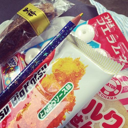 駄菓子屋さん入っちゃった。七色えんぴつは110円。 | by madams_lunch