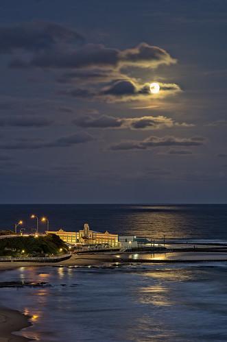 ocean moon newcastle pentax baths nsw moonlight limited k5 primelens smcpda70mmf24 on1pics