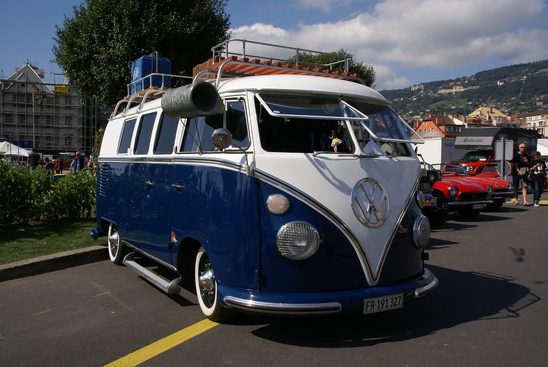 Blue and White Split Screen VW Bus