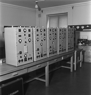 P-12-50 air surveillance transmitters in Yleisradio's workshop's laboratory, ca. 1940.