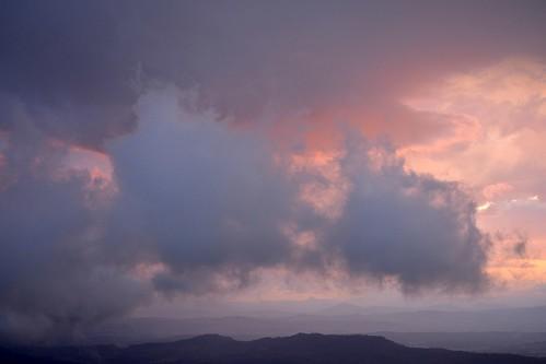 sunset clouds australia cloudscape sequeensland sunsetlandscape australianweather sundowntamborinemountain