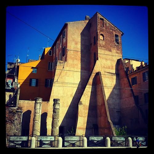 Roma: palazzo di fronte la Crypta Balbi