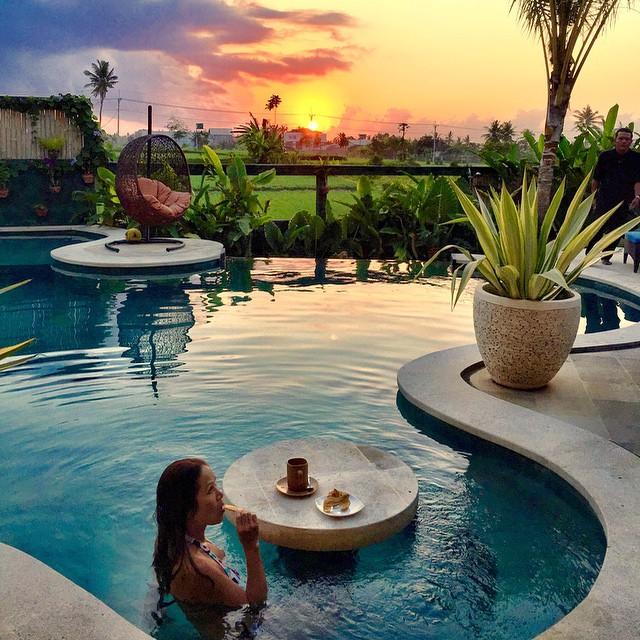 Breakfast in the pool. #sunrise #Bali Floating Leaf Eco-Retreat http://balifloatingleaf.com #Yoga #Travel #spa #surf #Eco #Retreat #sustainable #Wellness #luxury #5star #Healthy #Meditation #Permaculture #Organic #BaliYoga #YogaRetreat #detox #fun #Food #