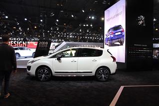 Peugeot-2014-3008-Hybrid-03