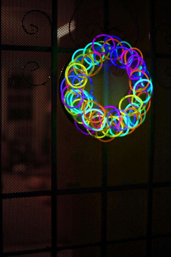 Www Thelittlebigblog Diy Halloween Glow Stick Wreath Mg 0