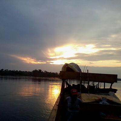 El buque de los investigadores...4ta Travesía Amazónica Kurripaca. Río Negro