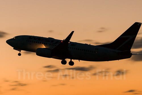 sunset canon twilight boeing halifax westjet 1ds departure b737 cfwbw cyhz threemilesfinal