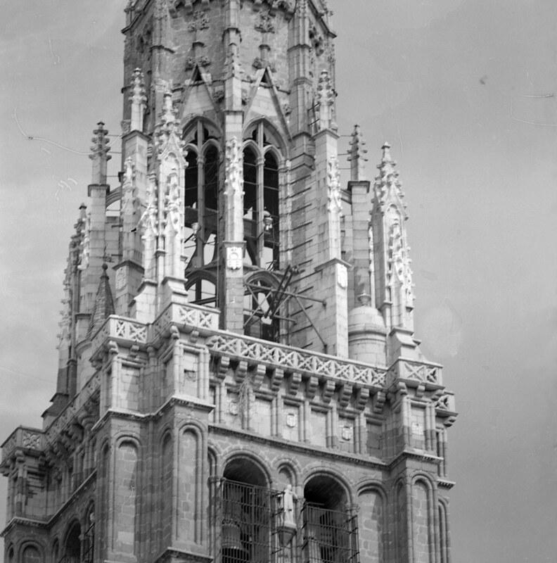 Torre de la Catedral de Toledo en los años 50. Fotografía de Nicolás Muller  © Archivo Regional de la Comunidad de Madrid, fondo fotográfico
