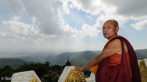 southeastasia südostasien burma monk buddhism myanmar mon birma mönch moulmein buddhismus mottama myanmarburma mawlamyaing mawlamyine martaban noalabopaya dreifelsenpagode ontabin