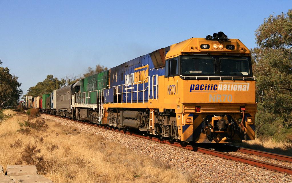 6MP4 NR70 & NR84 Mambray Creek 04/10/14 by Trackside Photography Australia