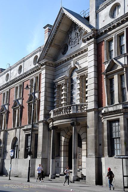 Shoreditch England: Old Street Magistrates Court, Shoreditch, London, England