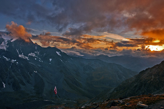Alpine sunset on the Massif of Mont Blanc and on Mont Vélon (Switzerland) a. No. 3437.