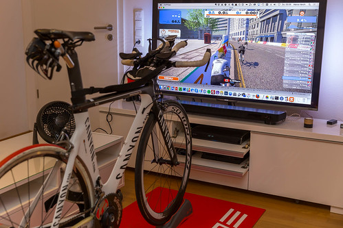 Rollentraining mit Zwift auf Canyon-Bike | by wuestenigel