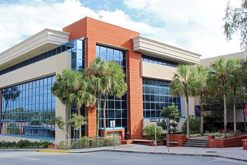 governmentbuilding countycourthouse modernarchitecture architecture courtyard palmtrees brooksville florida