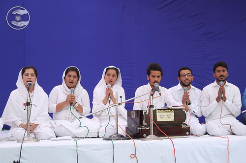 Devotional song by devotees from Jalandhar