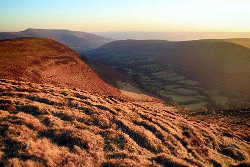 sunset light sunshine mynyddtroed mountain hill hillside countryside wales landscape outside outdoor scenic scenery view nature mynyddllangorse breconbeaconsnationalpark cwmsorgwm penalltmawr blackmountains
