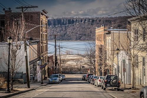 street view hill hastings hudsonriver palisades rivertown newyork winter architecture streetscape