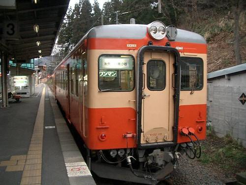 Kiha52 at Minami-Otari Station